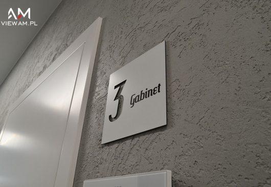 tabliczka_przydrzwiowa_tablica_reklamowa_dibond_wewnetrzna_estetica_katowice